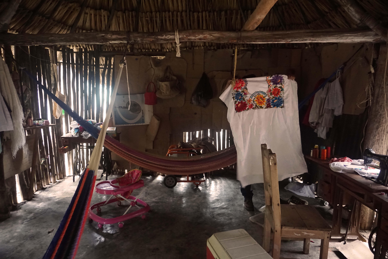 Yucatan bölgesinde ziyaret ettiğimiz bir maya evi
