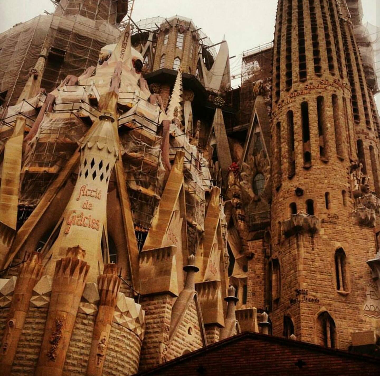 """İşte Karşınızda Bitmeyen Katedral """"Sagrada Familia"""""""