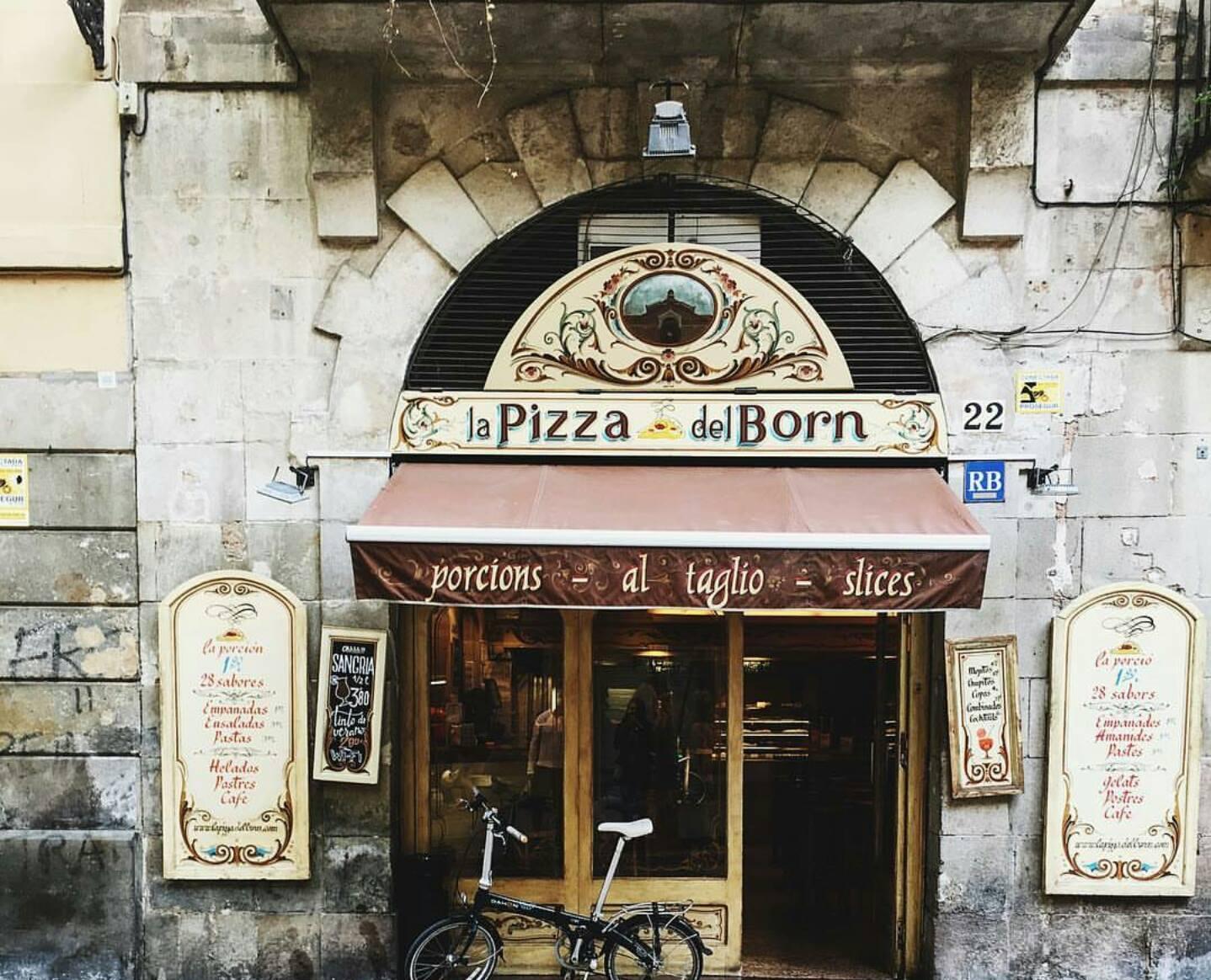 """Pizza Del Born """"Arkadaşımız Yonela'nın Yamulduğu Mekan"""""""