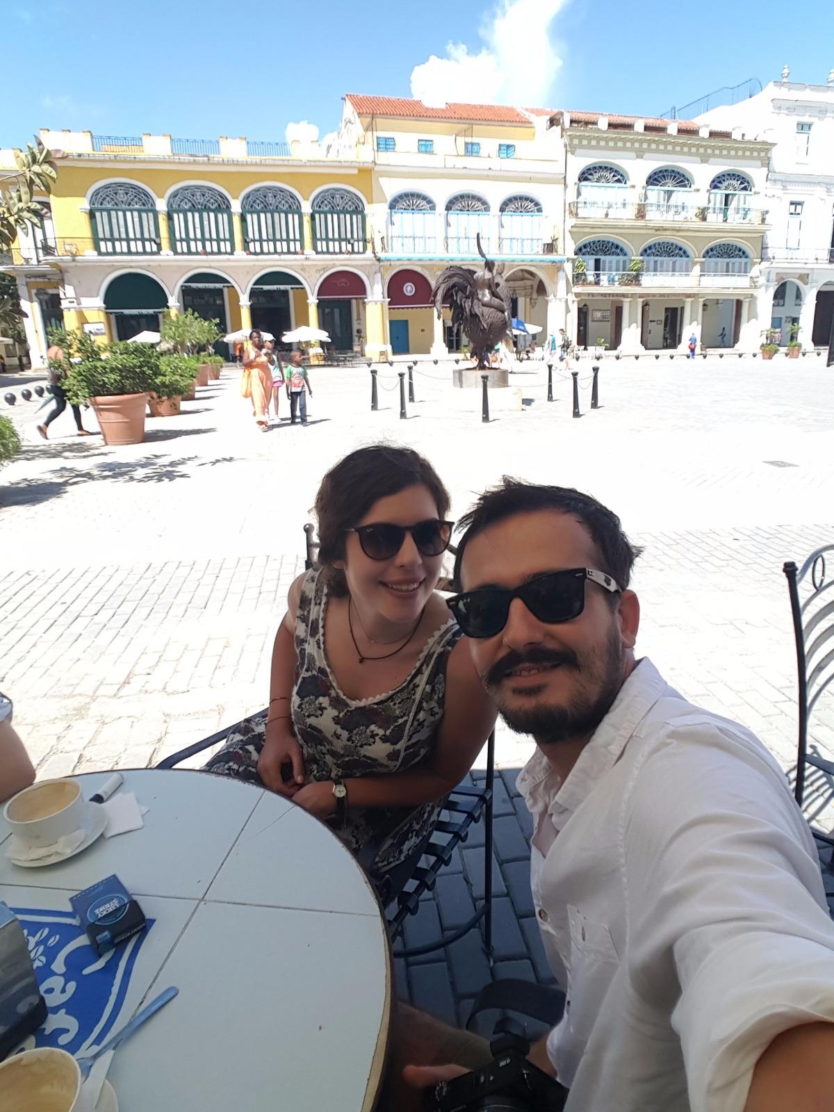 Daha İlk Günümüz. Yorgun Değiliz! - Café El Escorial