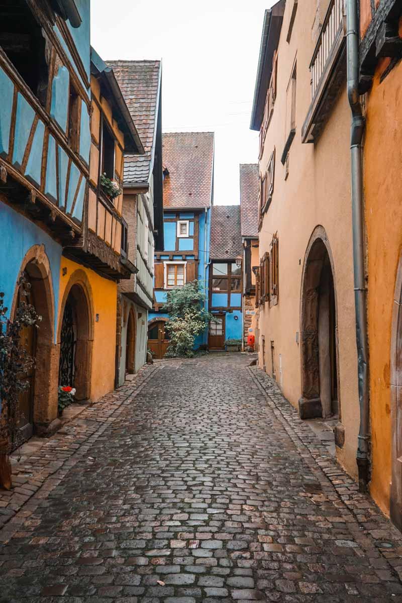 Alsace gezi rehberi ve gezilecek yerler listemizin en kalabalık noktası Riquewirh kasabası
