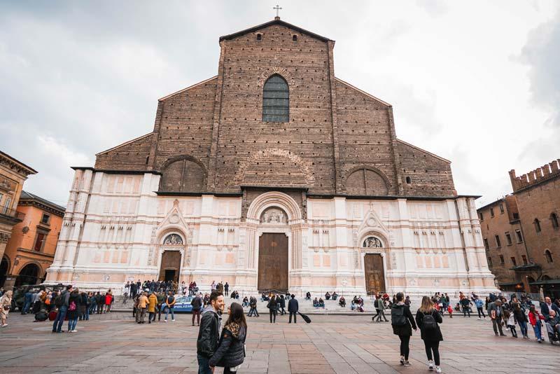 Bologna gezi rehberi ve gezilecek yerler